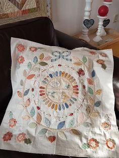 Treasure Quilts: Allemaal kleurtjes...... All colors....... Scrap Quilt Patterns, Applique Patterns, Small Quilts, Mini Quilts, Quilting Projects, Quilting Designs, Aplique Quilts, Anni Downs, Medallion Quilt