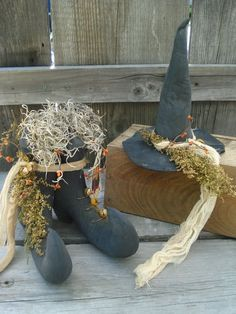 Item made by Precious*Attic*Prim's... Sewn, stuffed and painted, sanded...added Spanish moss, Sweet Anne, Cheese cloth and pipe berries...Halloween Décor  Artist JoyLynn