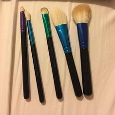 NWOT MAC brush set MAC brush set - carrying case included... brushes: 219, 221, 239, 133, 168 MAC Cosmetics Makeup Brushes & Tools