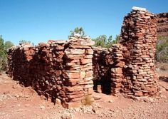 Remnants of Pete Berry's stone house on Horseshoe Mesa at the bottom of the Grandview Trail in Grand Canyon National park, Arizona, USA #hiking #arizonaguide #arizona
