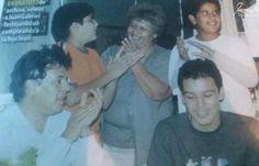 Juan Gabriel cuando sus hijos eran adolescentes en la celebración de Joan.