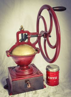 DEPONIRT MARKE A 4 Coffee Grinder Hugh Mill Moulin café Molinillo Macinacaffe Antique Coffee Grinder, Coffee Grinders, Vintage Coffee, Espresso, Stock Photos, Antiques, Kitchen Appliances, Kettle, Ruby Rings