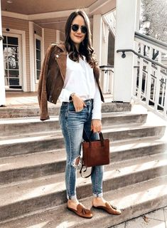 Cute casual spring outfit wear in 2019 loafers outfit. Simple Winter Outfits, Spring Work Outfits, Casual Weekend Outfit, Casual Outfits, Outfit Summer, Outfit Loafers, Tassel Loafers, Denim Outfit, Loafers For Women Outfit