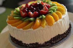 49 New Ideas Fruit Tart Wedding Cake Fresh Fruit Cake, Fruit Tart, Sweet Recipes, Cake Recipes, Dessert Recipes, Ambrosia Recipe, Fruit Birthday Cake, Fruit Snacks, Cake Decorating Techniques