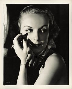 Carole Lombard -  1942, at the age of only 33 years, the actress died in a plane crash (see Trans-World Airlines Flight 3 ). Her last film, To Be or Not To Be , directed by Ernst Lubitsch was posthumously brought into the rental.
