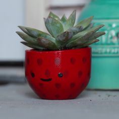 The best DIY projects & DIY ideas and tutorials: sewing, paper craft, DIY. Ideas About DIY Life Hacks & Crafts 2017 / 2018 Strawberry Succulent Planters -ReadStrawberry Succulent Planters Hate that they painted over the cement. Concrete Crafts, Concrete Projects, Concrete Pots, Diy Planters, Succulent Planters, Planter Ideas, Garden Planters, Planter Pots, Cement Art