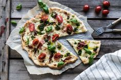 valkoinen pizza Vegetable Pizza, Vegetarian Recipes, Vegetables, Vegetarische Rezepte, Vegetable Recipes, Veggie Food, Vegetarian Pizza, Veggies, Veggie Recipes