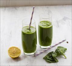 Green Smoothie mit Spinat, Mango, Banane, Orange, Zitrone und Ingwer