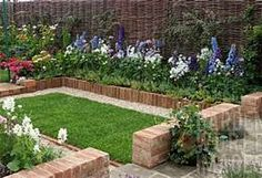 Small Garden with Brick Border Small Garden Borders, Cottage Garden Borders, Border Garden, Landscape Bricks, Landscape Borders, Maputo, Patio Plants, Garden Planters, Glass Garden