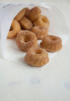 Doughnut oder Donut… der Unterschied liegtdabei lediglich in der Schreibweise, ansonsten ist alles gleich. Doughnut ist die alte Schreibweise – Donut die moderne. Ich habe mich für Doughnut…