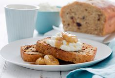 Banana Date and Coconut Bread with Pan Fried Banana and Ricotta: A moist banana bread filled with dates and coconut - served with sweet pan fried bananas and ricotta, it makes a satisfying breakfast or just toast it for a simple treat! Kiwi Recipes, Bread Recipes, Sweet Recipes, Baking Recipes, Best Brunch Recipes, Favorite Recipes, Fried Bananas, Moist Banana Bread