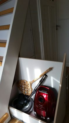 Trapkast voor stofzuiger Closet Under Stairs, Stairways, Interior Inspiration, Toilet, Sweet Home, New Homes, Home Appliances, House Design, Storage