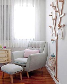 Quartinho de bebê l Destaque para o cabideiro árvore da @ameisedesign, que deixou a parede divertida! #babyroom #bedroom #babies #baby #bebe #homedecor #quartodebebe #details #design #decor #instagood #arquitetura #archilovers #architecturelovers #cute #decoracao #babygirl #girl #babyboy #boy #blogger #decora #blogfabiarquiteta #dicasdafabi #fabi #fabiarquiteta  www.fabiarquiteta.com