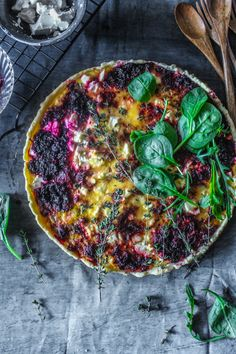 Beetroot And Feta Tart- A delicious and easy, colourful tart made like a quiche with beetroot and feta cheese. Side Recipes, Brunch Recipes, Veggie Recipes, Vegetarian Recipes, Cooking Recipes, Healthy Recipes, Vegan Meals, Quiche, Food Porn