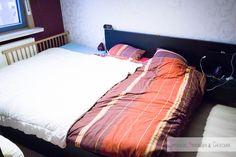Samenslapen is leuker en makkelijker als iedereen voldoende ruimte heeft. Daarom vertel ik hier onze oplossing namelijk een eenpersoonsbed naast ons bed. https://mamaabc.be/familiebed-co-sleeper/