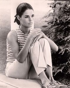 Ally  MacGraw