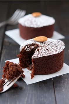 Chocolate Almond Flour Cakes for Two | http://thekitchenpaper.com/chocolate-almond-flour-cakes-two/