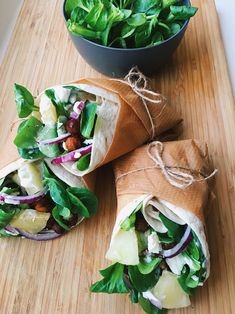 Wraps with pineapple, chickpeas, red onion and garlic dressing