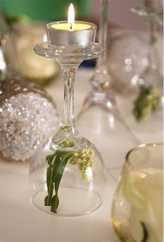 Taça castiçal com um lindo detalhe de flor.