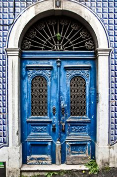 Lisbon Locals favourite doors - Want to live Lisbon as a local on your next trip? www.LisbonLocals.com