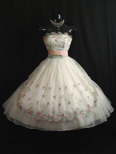 Vintage 1950's 50s STRAPLESS Emma Domb White Pink #dress #vintage #retro #elegant #romantic #classic #feminine #fashion #lace #bridal #wedding #highendvintage #partydress