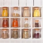 Not all of us have extra space for storage all the kitchen stuff. But we have answer to this problem – we present you many clever DIY ideas for good organisation . Apartment Kitchen Storage Ideas, Small Apartment Kitchen, Rental Kitchen, Kitchen Organization, Organization Ideas, Spice Containers, Spice Jars, Pallet Spice Rack, Hanging Pans