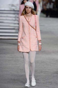 Chanel Resort 2019 Paris Collection - Vogue sooo springtime!