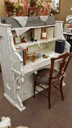 Someone has transformed an old upright piano into a nice desk. Way back when, these were entertainment centers and a status symbol. People gathered arou... - Kenny eyewear - Google+