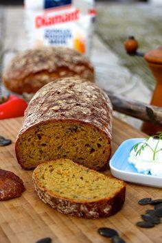 Paulas Frauchen: Kürbiskern‑Karottenbrot