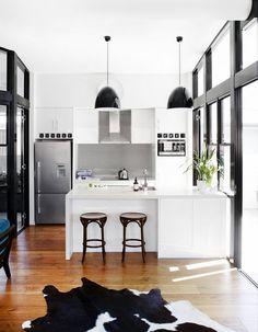 black + white kitchen // the design files Home Interior, Kitchen Interior, Kitchen Decor, Interior Design, Kitchen Ideas, Kitchen Designs, Style At Home, Home Design Decor, Diy Home Decor