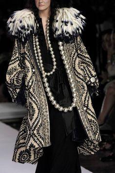 Christian Lacroix at Couture Fall 2007 - Details Runway Photos Christian Lacroix, Dior Haute Couture, Couture Fashion, Sarah Jessica Parker, Dolce & Gabbana, 2000s Fashion, Daily Fashion, Unique Fashion, Womens Fashion