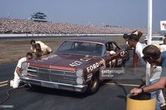 David Pearson makes a pit stop in the Holman-Moody Ford Fairlane during the National 500 NASCAR Cup race at Charlotte Motor Speedway. Nascar Race Cars, Old Race Cars, Ford Maverick, American Racing, American Motors, Drag Racing, Auto Racing, Ford News, Ford Fairlane