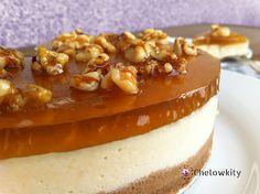 Tarta de requesón con miel y nueces caramelizadas.