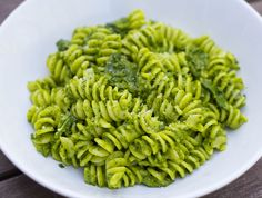 A quick & easy pasta recipe with a no-cook sauce of spinach & Mascarpone cheese. Spinach Noodles, Spinach Pasta, Spinach And Cheese, Goat Cheese, Vegan Recipes Beginner, Recipes For Beginners, Vegetarian Recipes, Healthy Recipes, Healthy Food