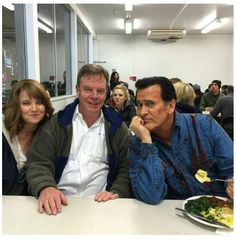 Lucy Lawless, Rob Tapert and Bruce Campbell behind the scenes Ash vs. Evil Dead