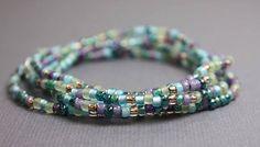 Mehrfarbig blau, lila, Gold und Petrol Glas Rocailles Perlenkette. Alle Farben des Sommergarten! Sehr hübsche Mischung aus Perlen. Die Kette wird auf Bestellung gefertigt werden und gibt es in vielen verschiedenen Längen, von kurz bis extra lang. Ich hand Zeichenfolge diese Perlen auf