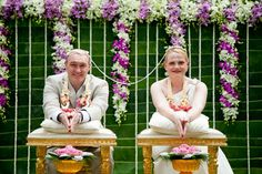 For your destination wedding in Thailand, add colour and meaning to your big day with a traditional Thai wedding ceremony, with or without the chanting of Buddhist monks. Wedding Ceremony Script, Wedding Ceremony Backdrop, Tea Ceremony, Buddhist Wedding, Thailand Wedding, Multicultural Wedding, Wedding Styles, Wedding Ideas, Destination Wedding