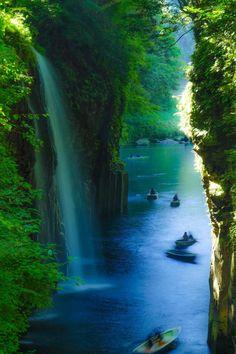 """mostos: """"© ぶ ぶ と ん ア タ ッ ク Manai Falls, Takachiho Gorge, Miyazaki Prefecture, Japón"""""""