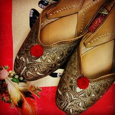 Basic indian jutti.. Beauty in the simplicity :: vian designer juttis