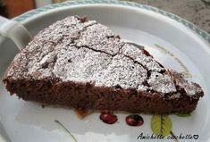 La torta ricotta e cioccolato senza farina, un dolce molto goloso, morbidissimo dentro e con una leggera crosticina esterna adatta in qualsiasi occasione.