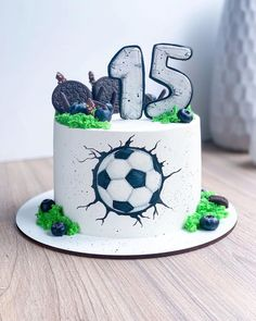 Cake Cookies, Cupcake Cakes, Football Themed Cakes, Soccer Birthday Cakes, Cake Designs For Kids, Cake Decorating Videos, Sport Cakes, Drip Cakes, Cakes For Boys