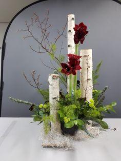 Bild - Ideas for Flower Arrangements - Blumen & Pflanzen Winter Flower Arrangements, Contemporary Flower Arrangements, Ikebana Flower Arrangement, Christmas Arrangements, Flower Centerpieces, Flower Decorations, Floral Arrangements, Christmas Flowers, Winter Flowers