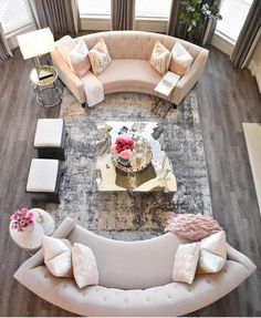 This room is very modern and elegant. the harmony in the room is very calm and bright and the colors in this room very bright. The rug makes the rest of the room bigger. The light from the window is making the room look brighter. Home Living Room, Living Room Designs, Living Room Decor, Fancy Living Rooms, Living Room Inspiration, Home Decor Inspiration, Curved Sofa, Circular Couch, Luxury Living