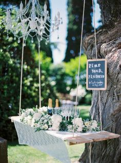 Prosecco wedding decor: Photography: The Cablook Fotolab - http://www.thecablookfotolab.com/