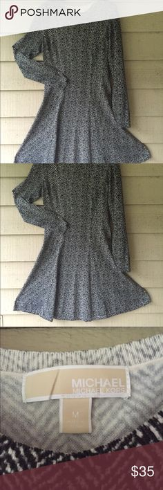 Sweater Dress Michael Kors Herringbone B&W - M This fit and flare sweater dress is the perfect lightweight option for a cool summer evening! Features a herringbone pattern in black and white, long sleeves, and soft texture. It fits so well and is flattering on any shape! Size medium, in excellent condition. Hits at the knee. Thank you so much for looking at my listing, feel free to comment, reasonable offers accepted! Michael Kors Dresses Midi