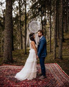 Beautiful Wedding Photos | Bohemian wedding ceremony #weddingphotos #weddingphotoideas #beautifulweddingmoments #uniqueweddingphotoideas
