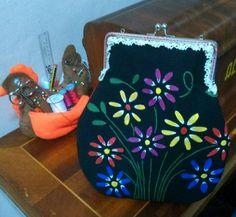 Bolso con tela pintado a mano