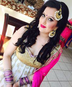 Our beauty Kamal rocking her #couturebyrani earrings and tikka which she used as a passa ! Doesn't she look gorgeous#brampton #couturebyranibrampton#sikhbride#sparkle#kundan#indianbrides#indianfashion#indianwedding#pearls#beeds#punjaban#kundanjewllery#kundanworkjewellery#punjabibrides#indianfashionblogger#hrcouturebyrani#indianjewlryfashion#sikhwedding by hr_couturebyrani