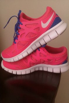 Running in style. I def need a new pair of running shoes. HOT PINK LOVE.