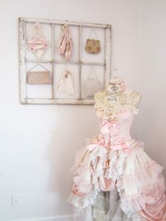 Gorgeous shabby dress form (from Ancient Queen Designs)